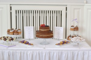 Candybar mit Torte, Cupcakes, Cake Pops, Macarons und Toffees